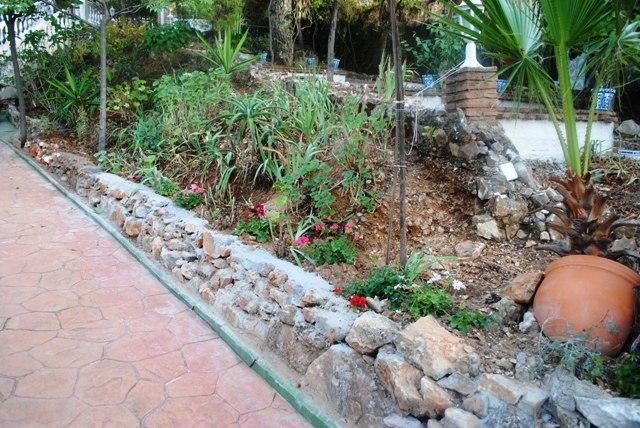 Muro o balate de piedra que he hecho fotos for Setas jardin
